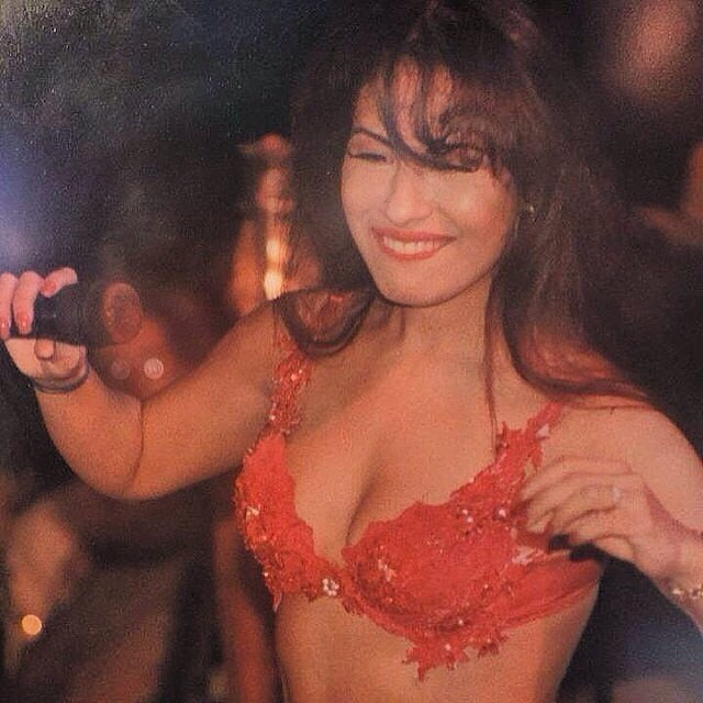 Selena Quintanilla Performing.jpg