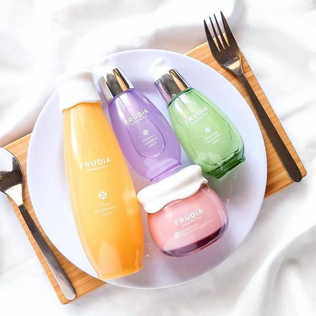 Summer essentials—Vitamin C, Blueberry, pomegranate and green grape! 🍋🍒🍇😘 . . . . #RePost Thanks to 📸: @peachkao 🌟 #frudiaUSA #faceforward #fruit #fruitforward #beautyblogger #instapic #instabeauty #beauty #beautiful #ny #nyc #instagood #instalove #instadaily #instabeauty #instalike #skincare #skin #blog #kbeauty #korea #pore #moisturizer