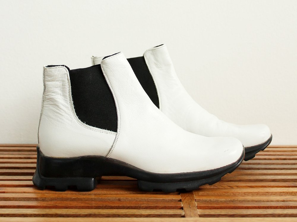 whiteboots1.jpg