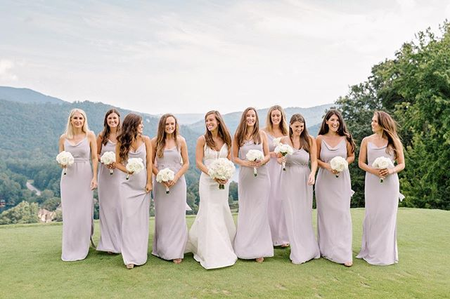 Walk into the weekend like you own it. . Can we seriously talk about how beautiful and natural this bride and her bridesmaids are?! Hair down, don't care. . All the heart eyes for this timeless look. . 📷 @amyarringtonphotography