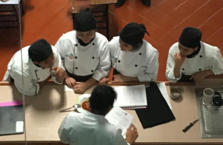 Preparatoria - Contará con maestros especializados en las áreas de ciencias y humanidades, apoyo formativo y técnico en la producción de alimentos o en informática.