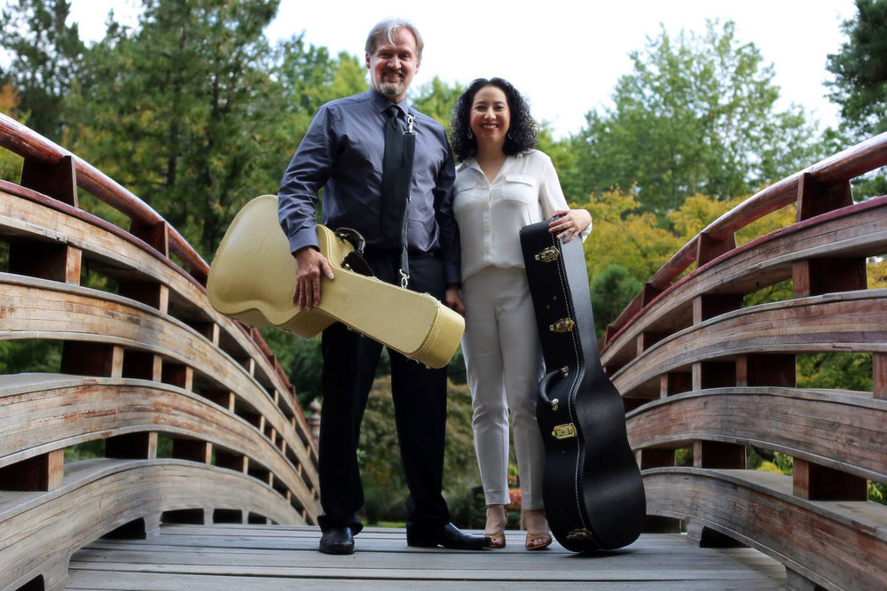 duo_tenebroso_classical_guitar_smilingl_bridge.jpg