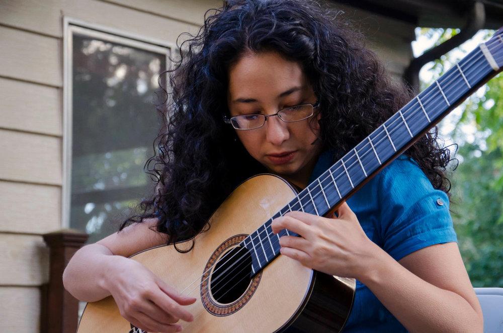 duo_tenebroso_kristen_waligora_classical_guitar_blue.jpg