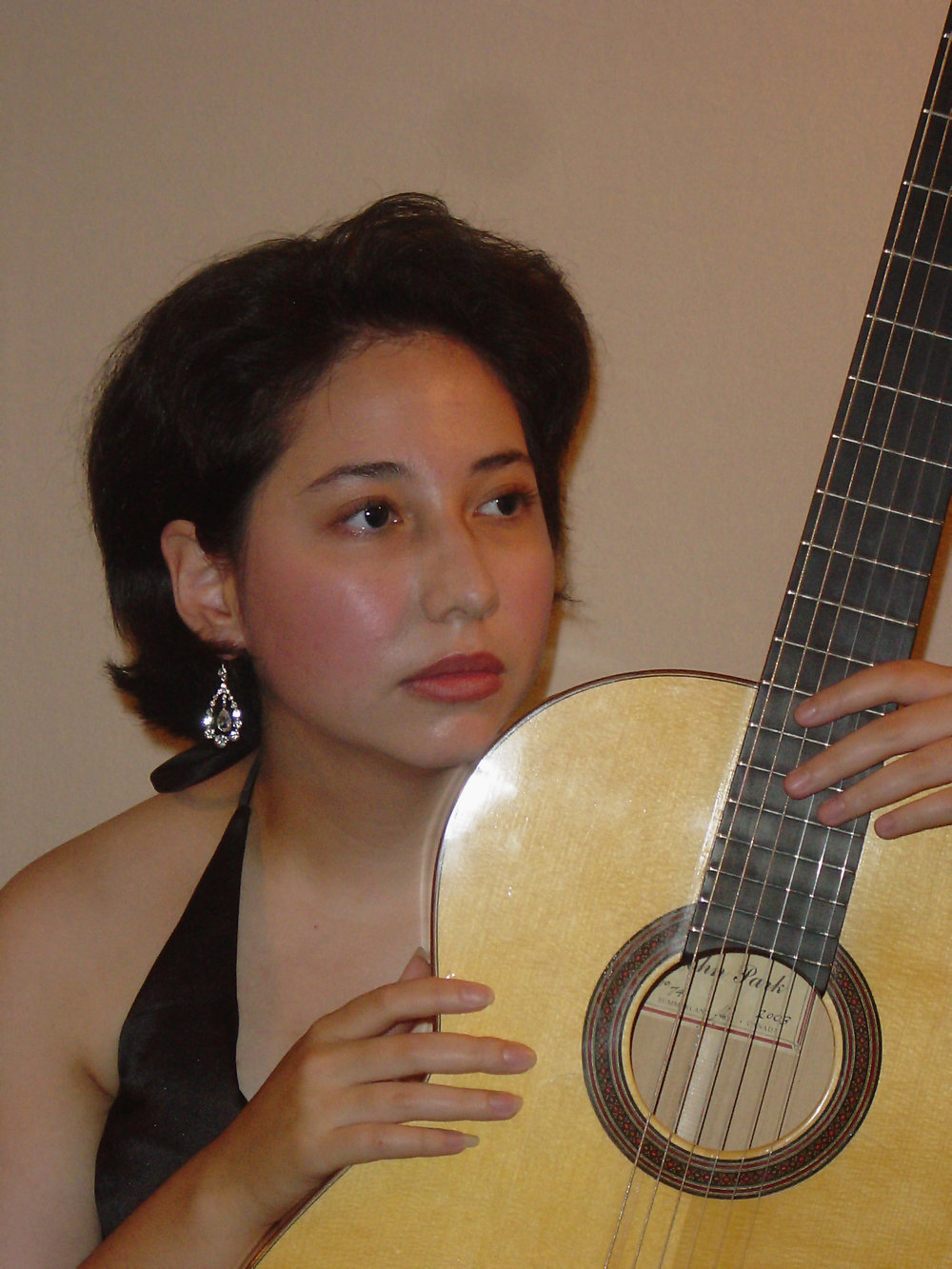duo_tenebroso_kristen_waligora_classical_guitar_young_looking.jpg