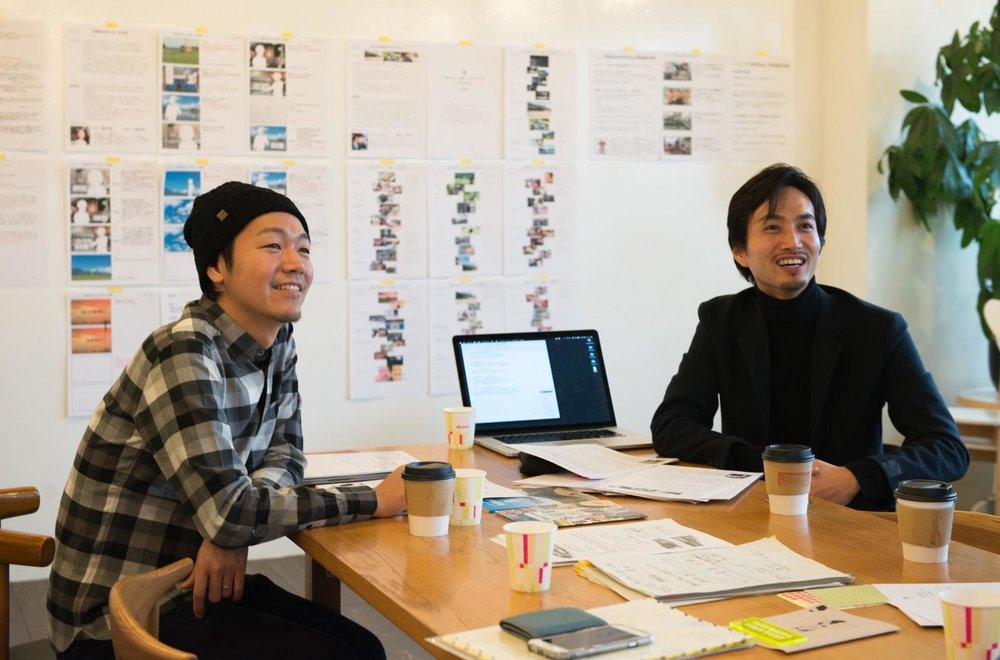 『ジモコロ』柿次郎さん(左)とロフトワーク・重松(右)。
