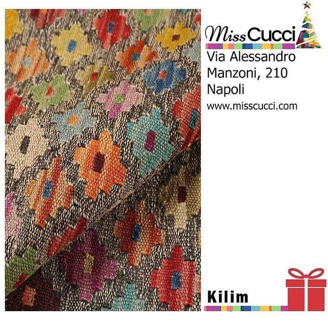 Il #Natale non è una data, è uno stato d'animo!  I tappeti Kilim sono tra i più apprezzati per la vivacità dei loro colori e la loro versatilità.  #ideeregalo #xmasgift #kilim #tappeto #kilimlove #rugs #colourful #home #enjoyyourhome #interiorhome #interiordesign #modernhome #christmas #natale #regalidinatale #misscucci #shoponline