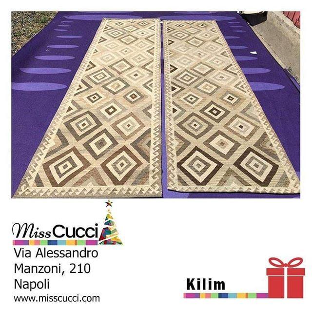 Il fascino dei tappeti Kilim per impreziosire e rendere più eccentrica la casa. 🎁 Passatoia Kilim, perfetta per cucina o corridoio.  #ideeregalo #xmasgift #regalidinatale #passatoia #tappeto #kilims #kilimlove #home #cucina #corridoio #interiordesign #designlover #interiorstyle #misscucci #shoponline