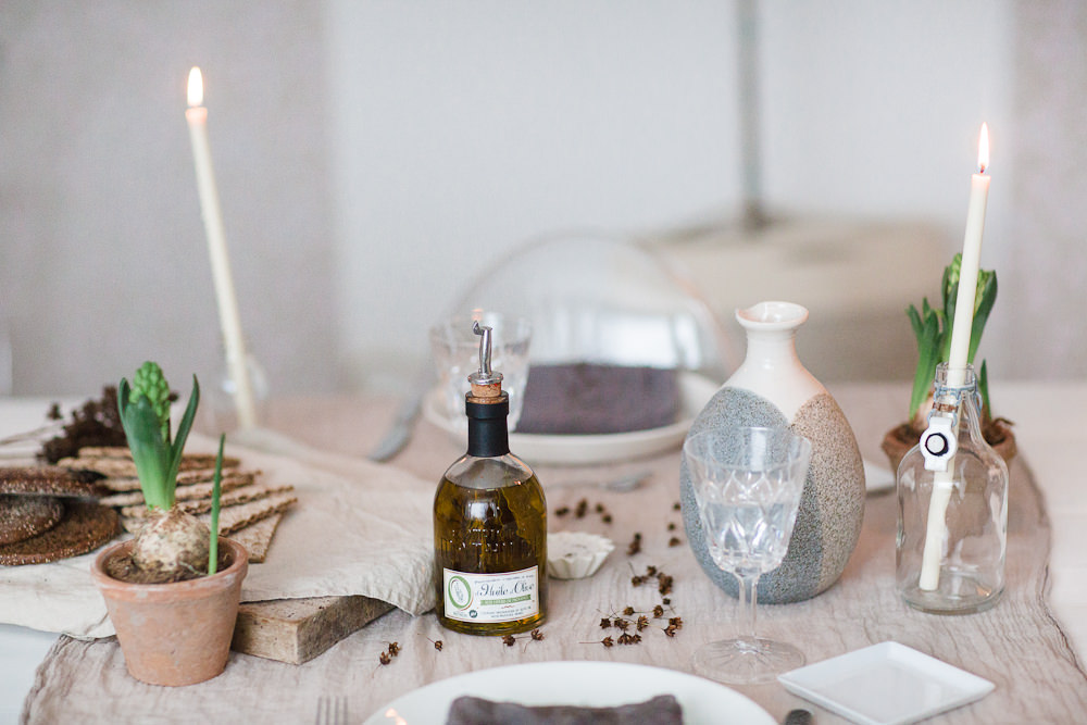 Olive oil and water, tablesetting from Nellaino