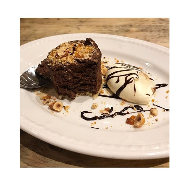 MOUSSE AU CHOCOLAT . . Saturdays Chocolate Mousse, Praline and Chantilly Cream (c'était délicieux!)... likely making an appearance again before Christmas #mousseauchocolat #bonnebouffelondon #chocolatedessert #eastdulwich #chocolate