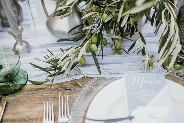 Regram of our gorgeous glass charger plates styled beautiful by @flights_of_fancy_by_kristy⠀⠀⠀⠀⠀⠀⠀⠀⠀ .⠀⠀⠀⠀⠀⠀⠀⠀⠀ It's all in the details.  Don't understimate how those little touches can lift your styling.  We loved mixing these glass charger plates from @pompetteevents with pewter vases/florals by @naturalartflowers and green glassware by @prettywillow, then adding a runner to these wooden tables from @heart_strings_hire_n_style to create a textured, layered look for Fleur and Alex's bridal table.  Image by @natasjakremers at @lamontsbishopshouse
