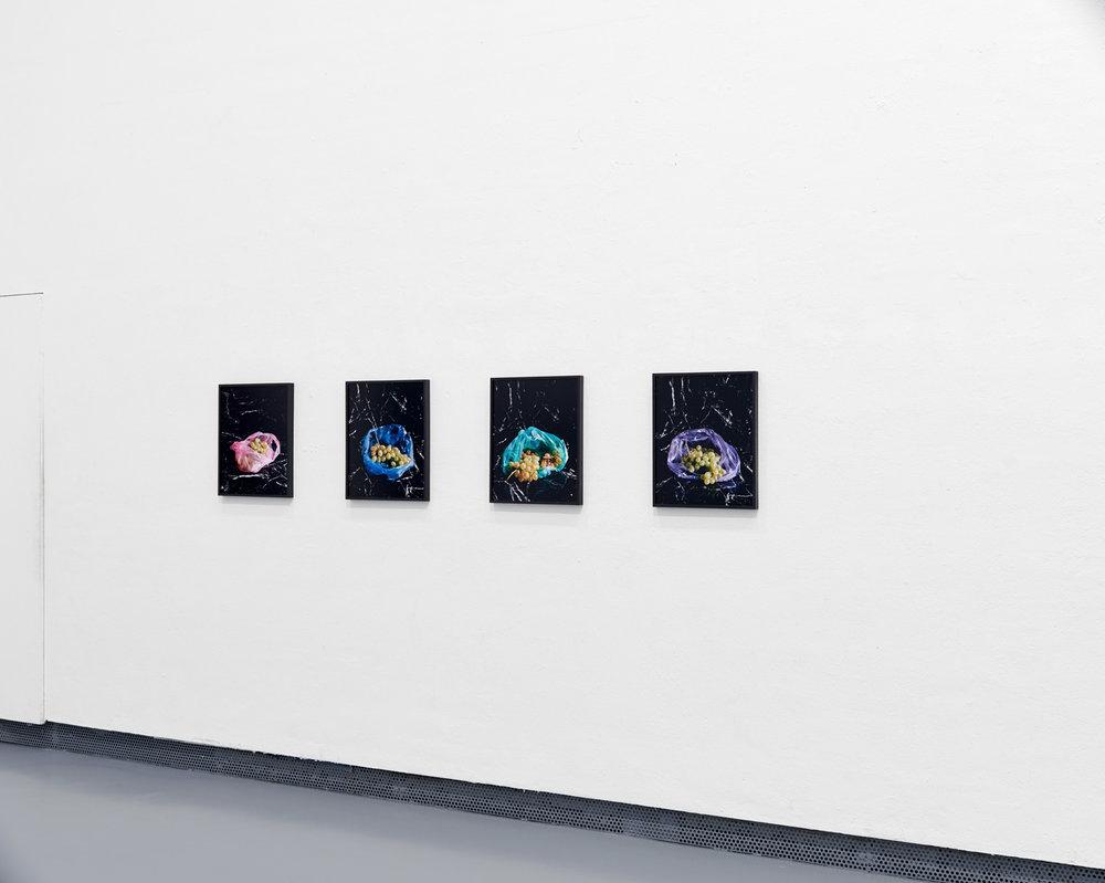Trauben 1-4, 2016 C-Prints, je 45 x 36 cm