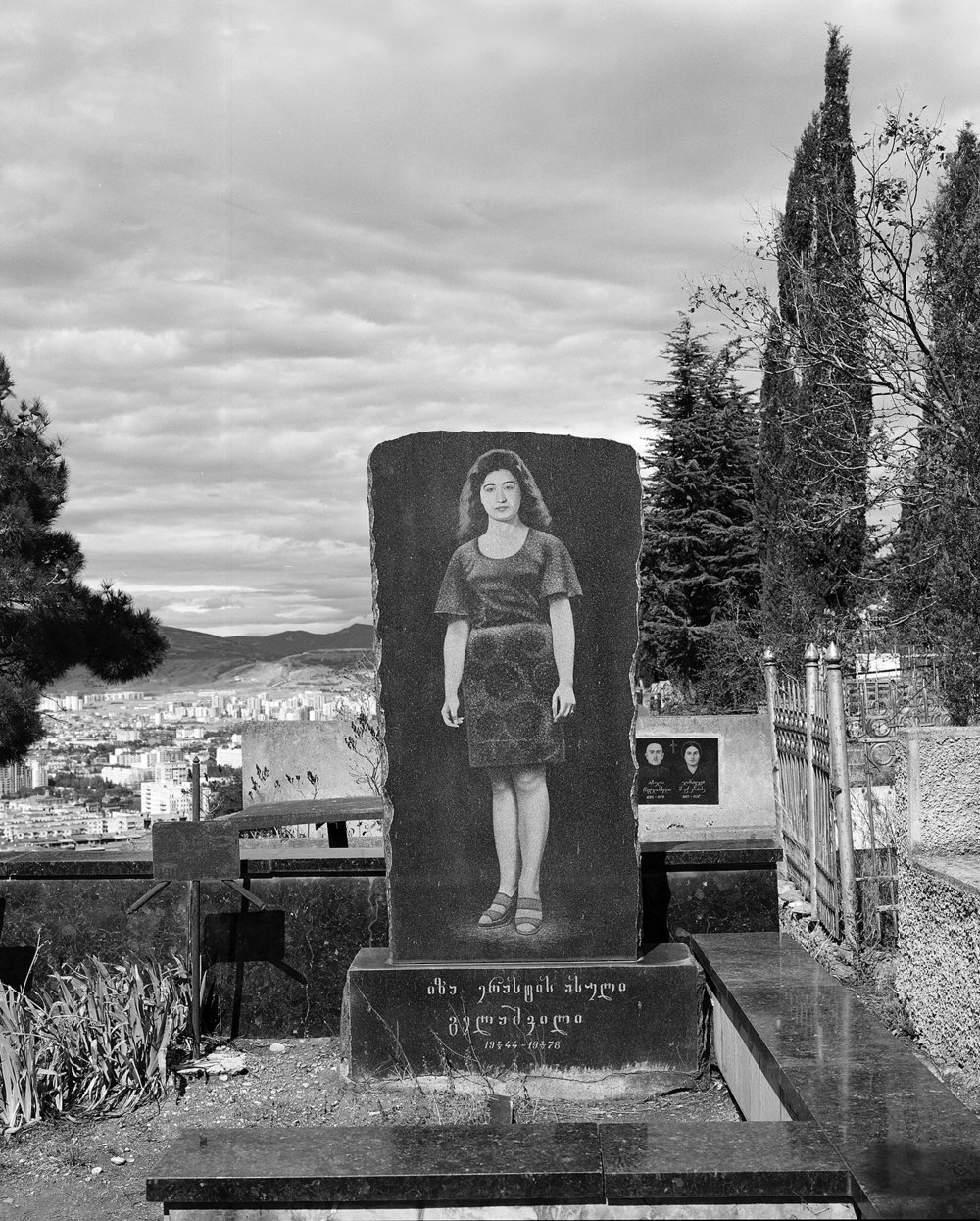 a stroll through Tbilisi's cemeteries
