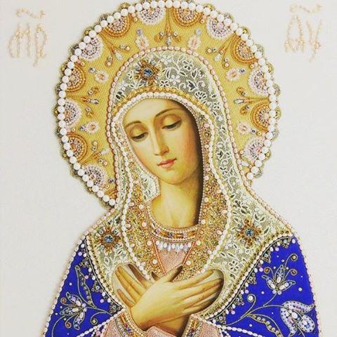 Hail Mary full of grace 💕  #mary #mother #hail #beauty #prayer # HANDMAIDMAG #magazine #women #Jesus  #rosary