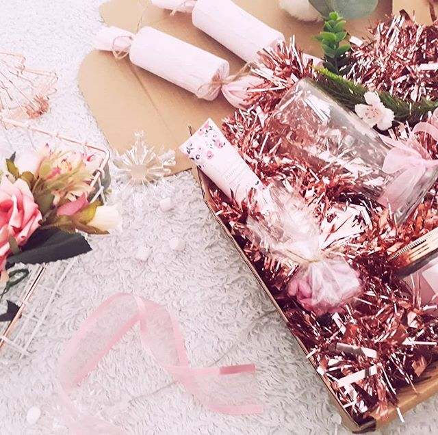 Your luxury Christmas box awaits!  Visit the link in the description box 💖 . . . . .  #handmaidmag #independentmagazine #advent #christmas #christian #merrychristmas #christmascountdown #christmasprep #lights #silentnight #rosegold #joytotheworld #christmasbox #christmashamper #christmascrackers #candle #lindor #adventwreath #hotchocolate #womenhelpingwomen #woman #feminism #magazine #girlboss #londontown #girl #love #aesthetic #present #christianblogger