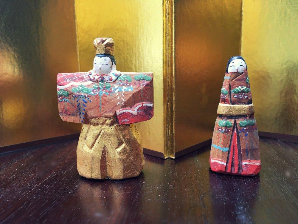 Käsin veistetyt  hina -nuket Narasta.