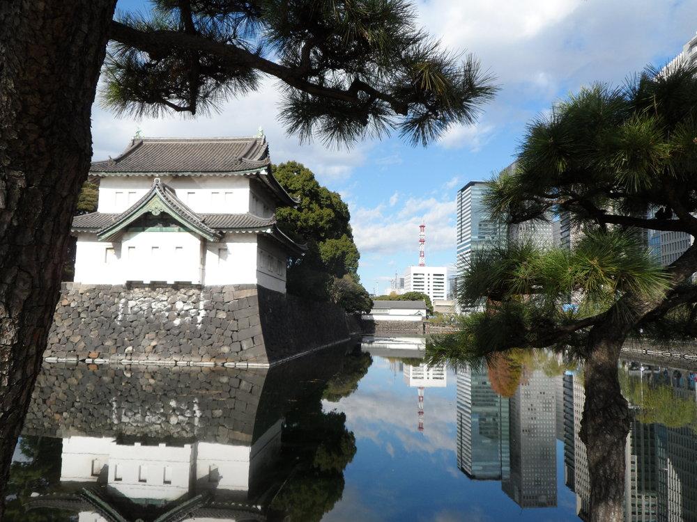 Keisarillisen palatsin vallihauta (Kuva: Lassi Hippeläinen)