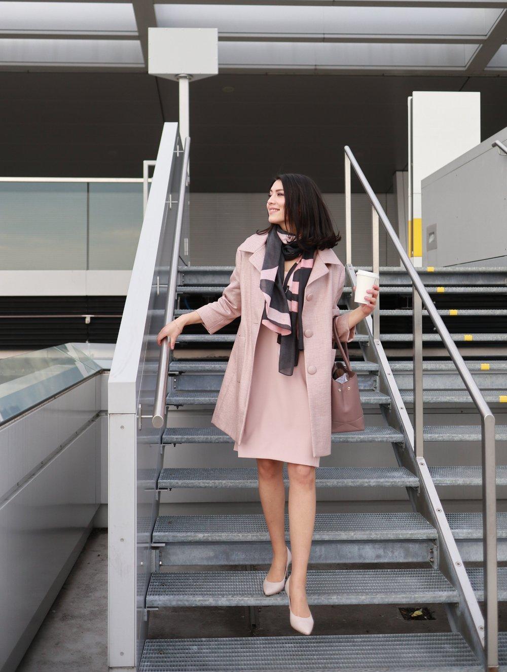 Das perfekte Business Casual Outfit für den Frühling gefunden bei PKZ Women Zürich.(Foto: Moritz Schmid)