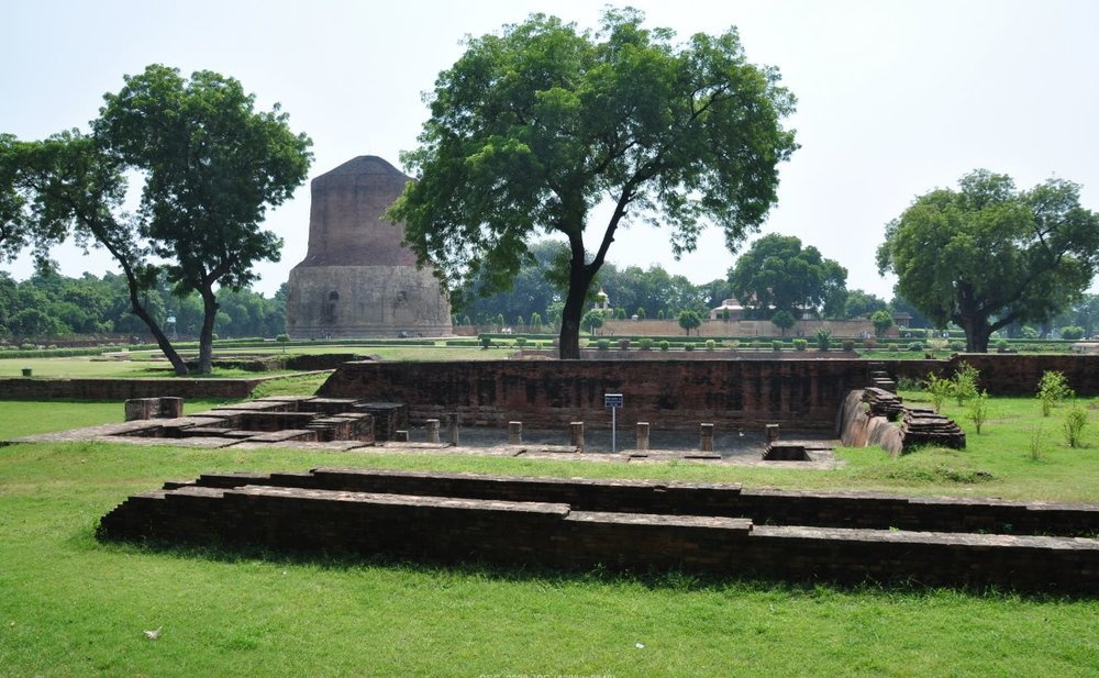 Buddhist stupa at Deer Park, Sarnath.JPG