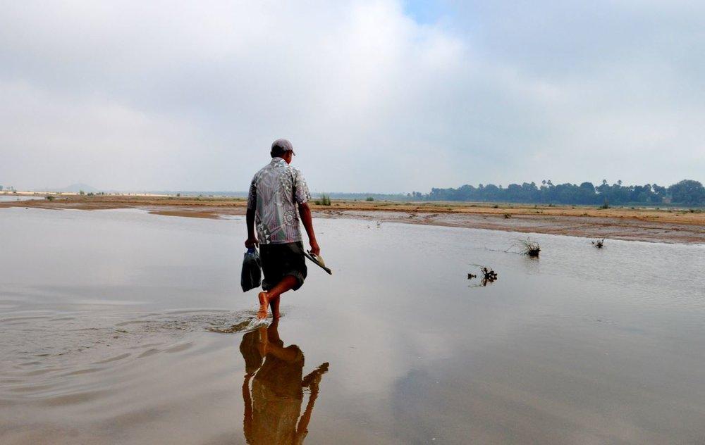 guide crossing the holy Falgu river near Bodhgaya.JPG