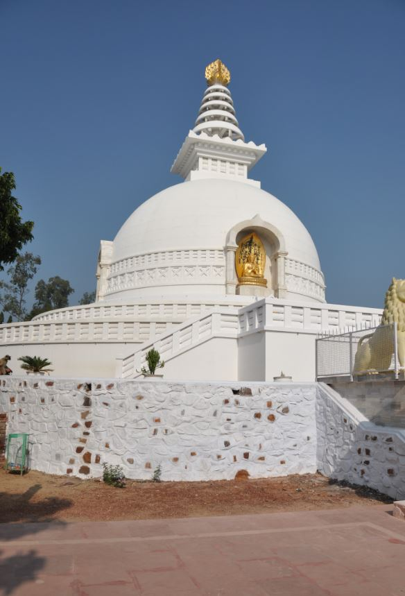 Japanese Peace Pagoda at Vultures Peak, Rajgir.JPG