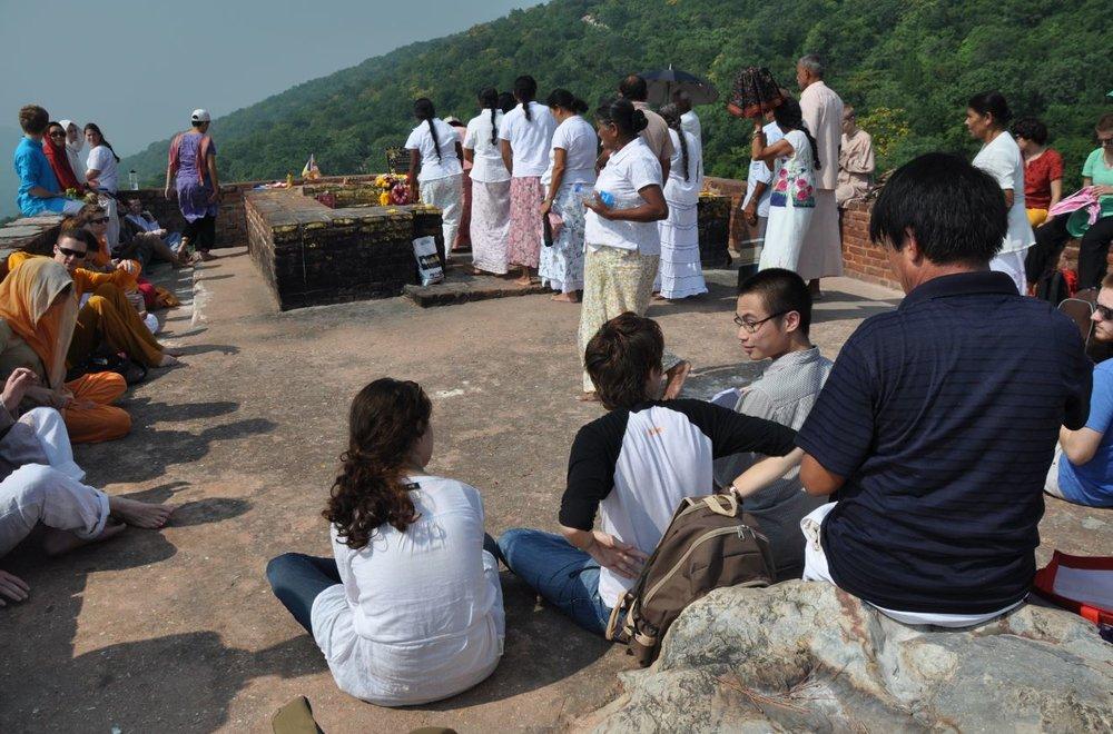 Vultures Peak teaching site, Rajgir.JPG