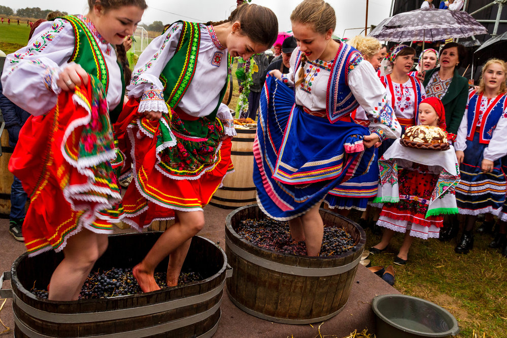 grape-stomp-wine-festival.jpg