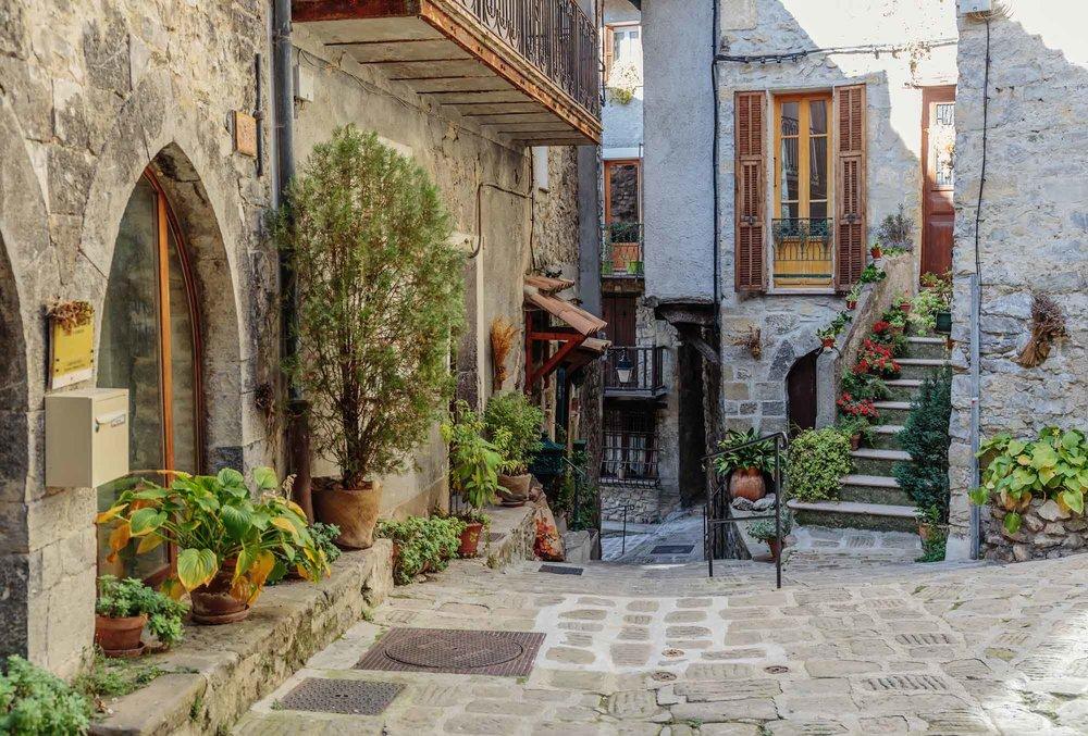 provence-street.jpg