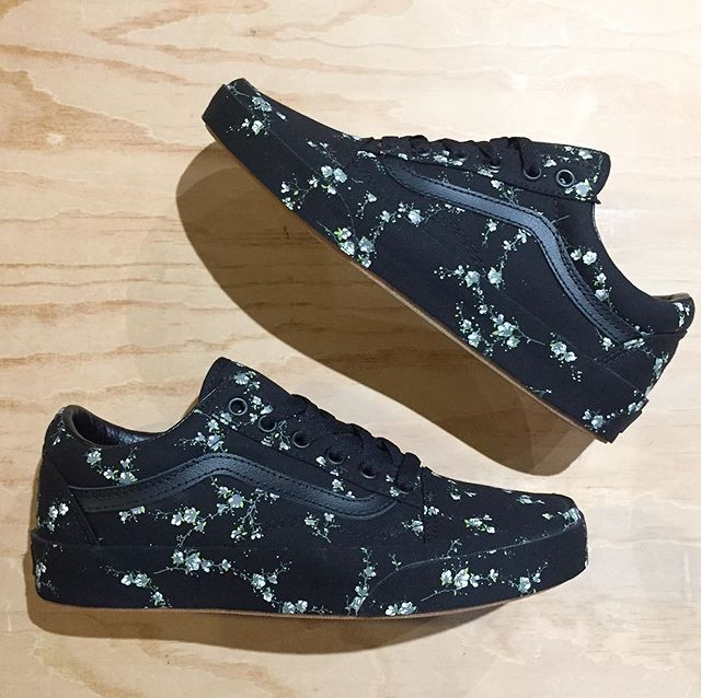@vans Old Skool in midnight floral. Women sizing 6,7,7.5,8,9. $60. . . . . . #urbanesteamboat #steamboatsprings #vans #offthewall #vansoldskool