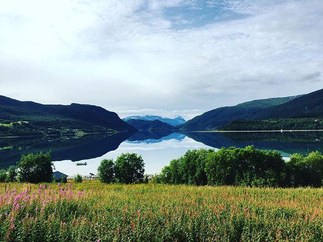 Det er søndag✨ En perfekt mulighet til å gå en deilig søndagstur og nyte det fine landet vårt🇳🇴 Ha en flott dag med familie og venner 💙#alpiloxpåtur #weekend