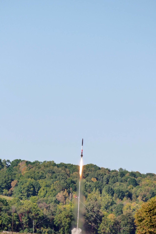 Deliverance II - launch rail.jpg