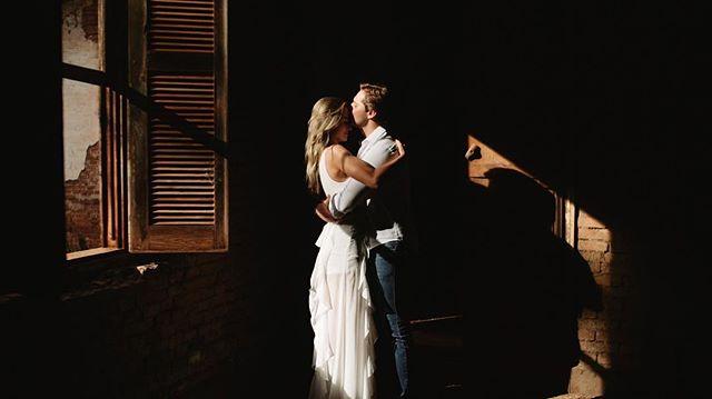 Aquela luz da janela que você respeita! 😍💕🎥 #wedding #perfectlight #lightsandshadows #sony #love #showmotion