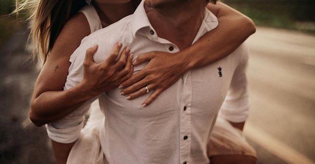 Pra nunca mais soltar ♥️ Frame do filme dos queridos @junqueiralele e @fernando.toloi . . . . . . . . . . . . . . #prewedding #film #filme #casamento #wedding #weddingday #bride #noiva #inspire #lookslikefilm #instalove #love #showmotion