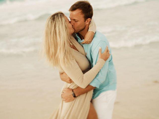 Aquele beijo apaixonante! Vic & Andi 💕😍 #wedding #showmotion