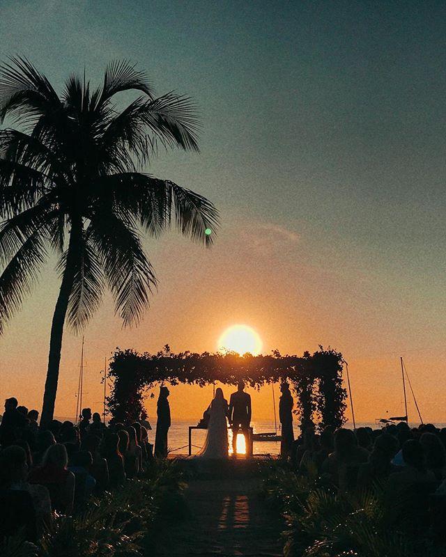 Sem palavras para descrever a perfeição desse casamento 😱😍❤️ #casamento #wedding #casamentonapraia #errejota #buzios #casamentoembuzios #sunnyday #love #bride #showmotion