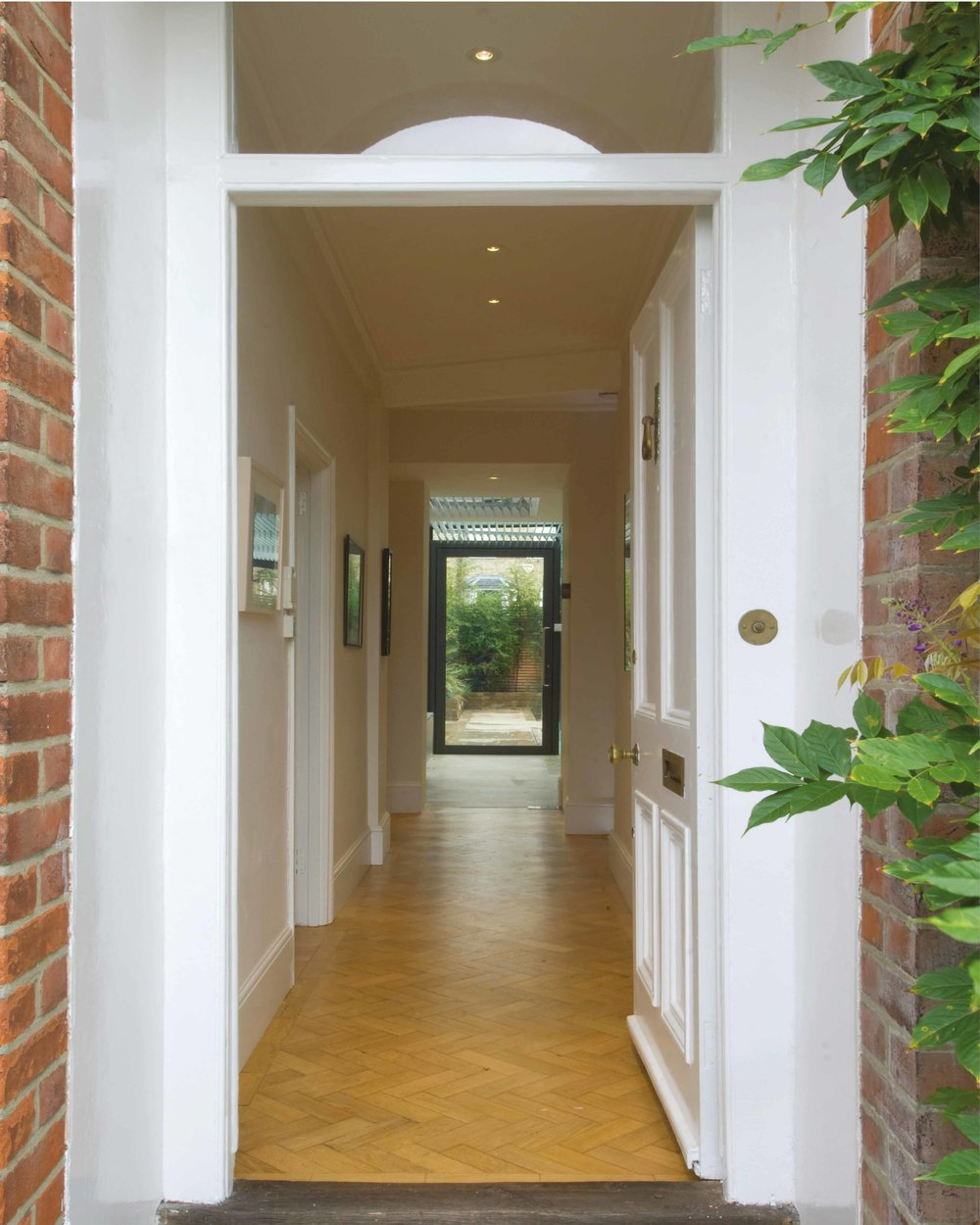 The extension harmoniously connects all the ground floor spaces together.