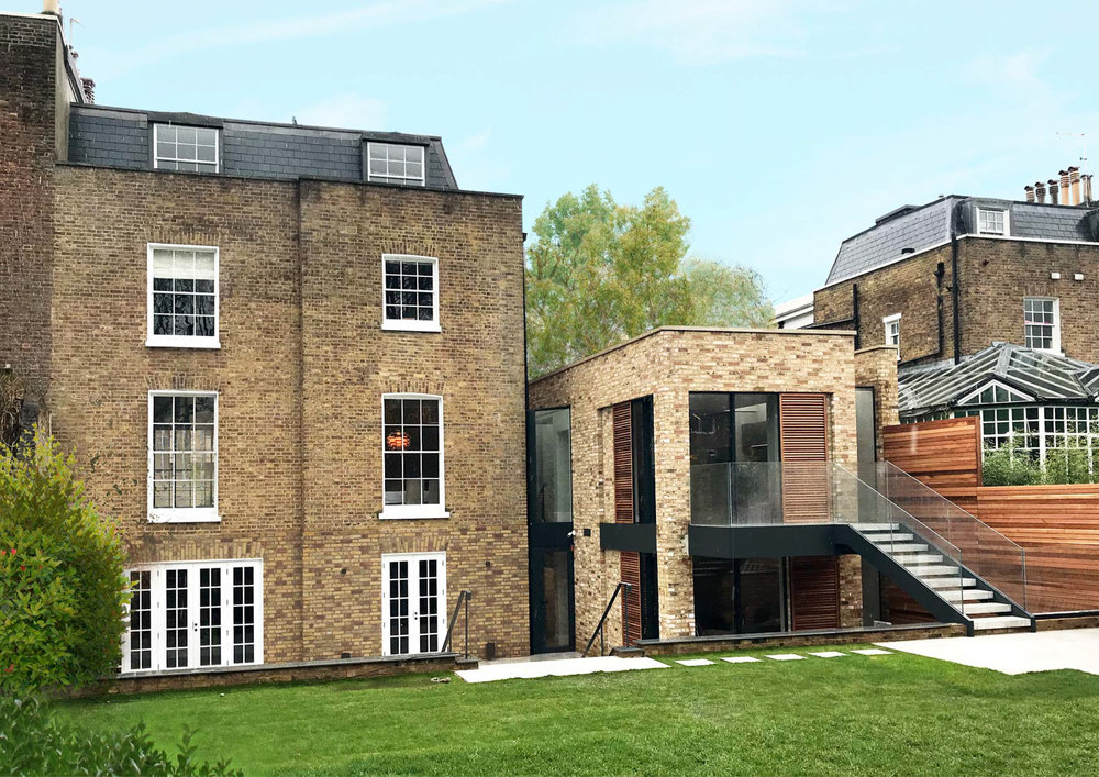 Stuart Forbes have designed a contemporary extension to this grade II listed property. A new wing on the side of the building contains a new kitchen on the first floor and living space on the ground floor. The basement will contain a gym and cinema room.
