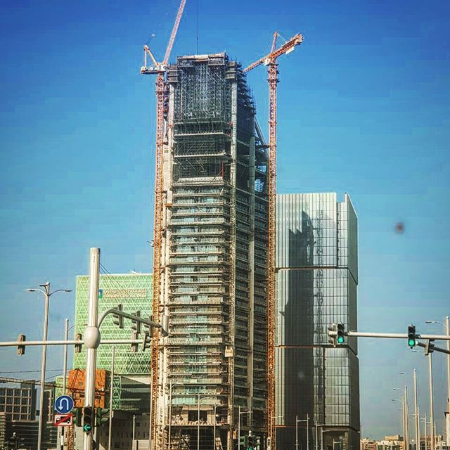 Nearly there! The first tower finally reaches its highest point as recorded by the resident Architect on his way to work this morning, thank you Nabil #abudhabi #uae #londonarchitects