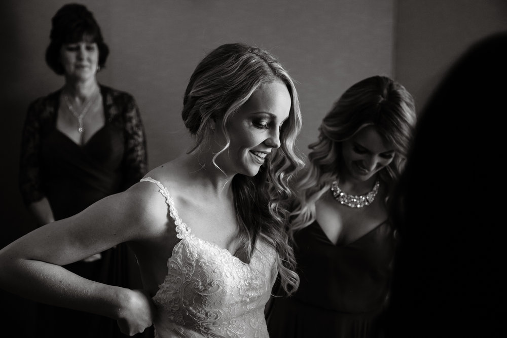 Last minute adjustment. Phoenix wedding photographer.