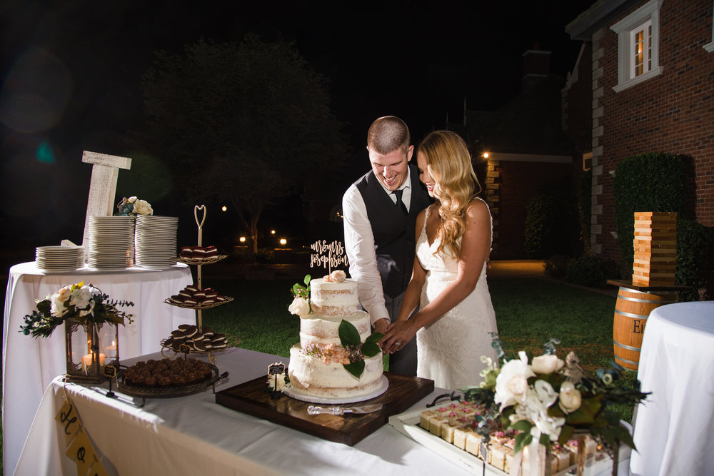 Cake cutting at Chateau de Vie