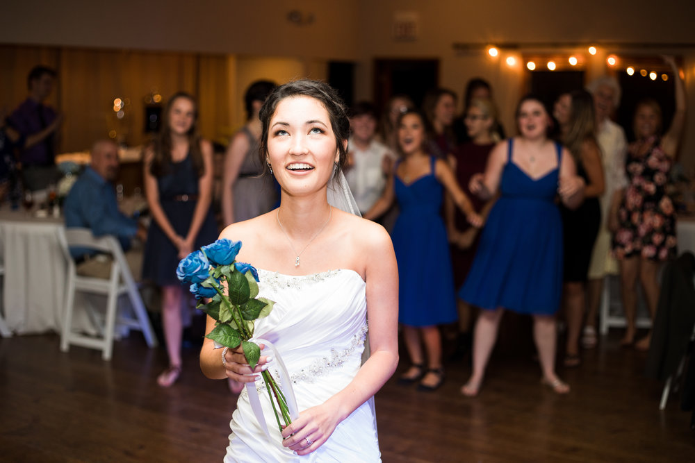 Flagstaff Wedding Photographer - bouquet toss