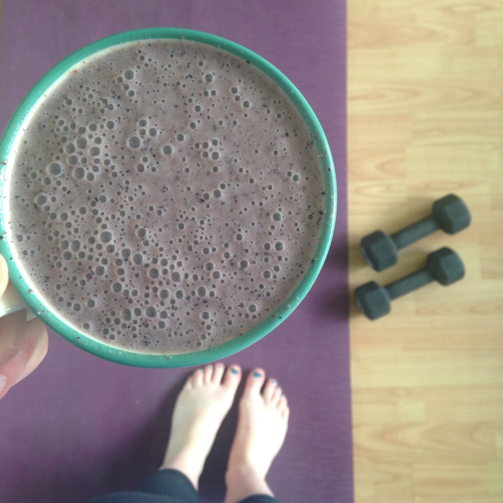 Blueberry Bomb Smoothie - Jayne Becca Yoga