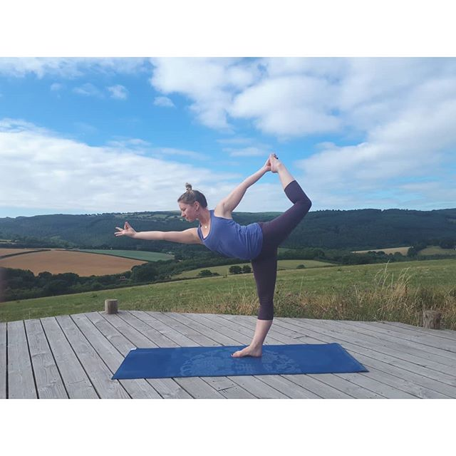 Exciting retreat announcement! I am hosting a luxury autumn yoga retreat in beautiful West Cumbria. We will be staying in a stunning converted barn created by none other than my Dad. Just 10 minutes drive away from the beach! Join me for a relaxed weekend of yoga, outstanding food created by @rawhappy14, fresh air and a chance to refresh and reset. All the details are up on my website. Spaces ate limited to just 10 yogis and prices start from only £280 per person. If you have any questions at all just ping me a message 💙💙