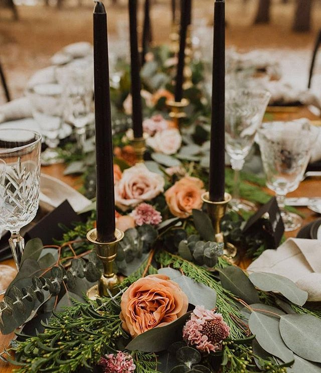 Anyone else dreaming of outdoor dinner parties even when it's freezing out? #sadiesfloral 📷: @nicoleashleyphoto