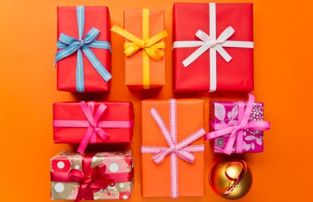 gift-wrapping-orange-bg.jpg