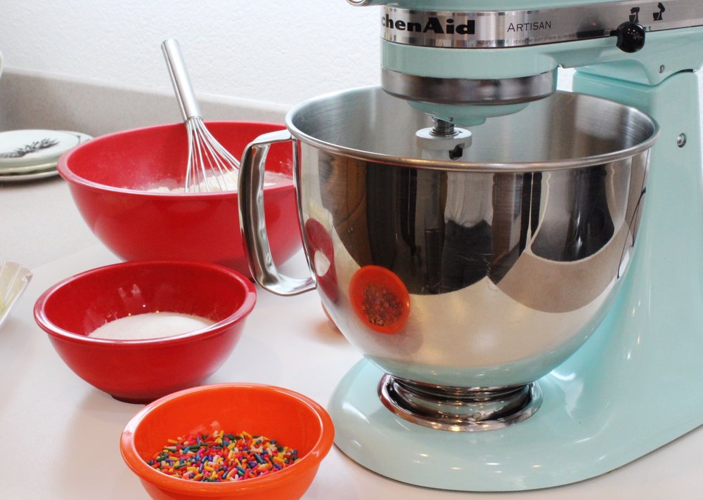 Kitchen Aid Mixing Stand in Baby Blue / Red mixing bowls