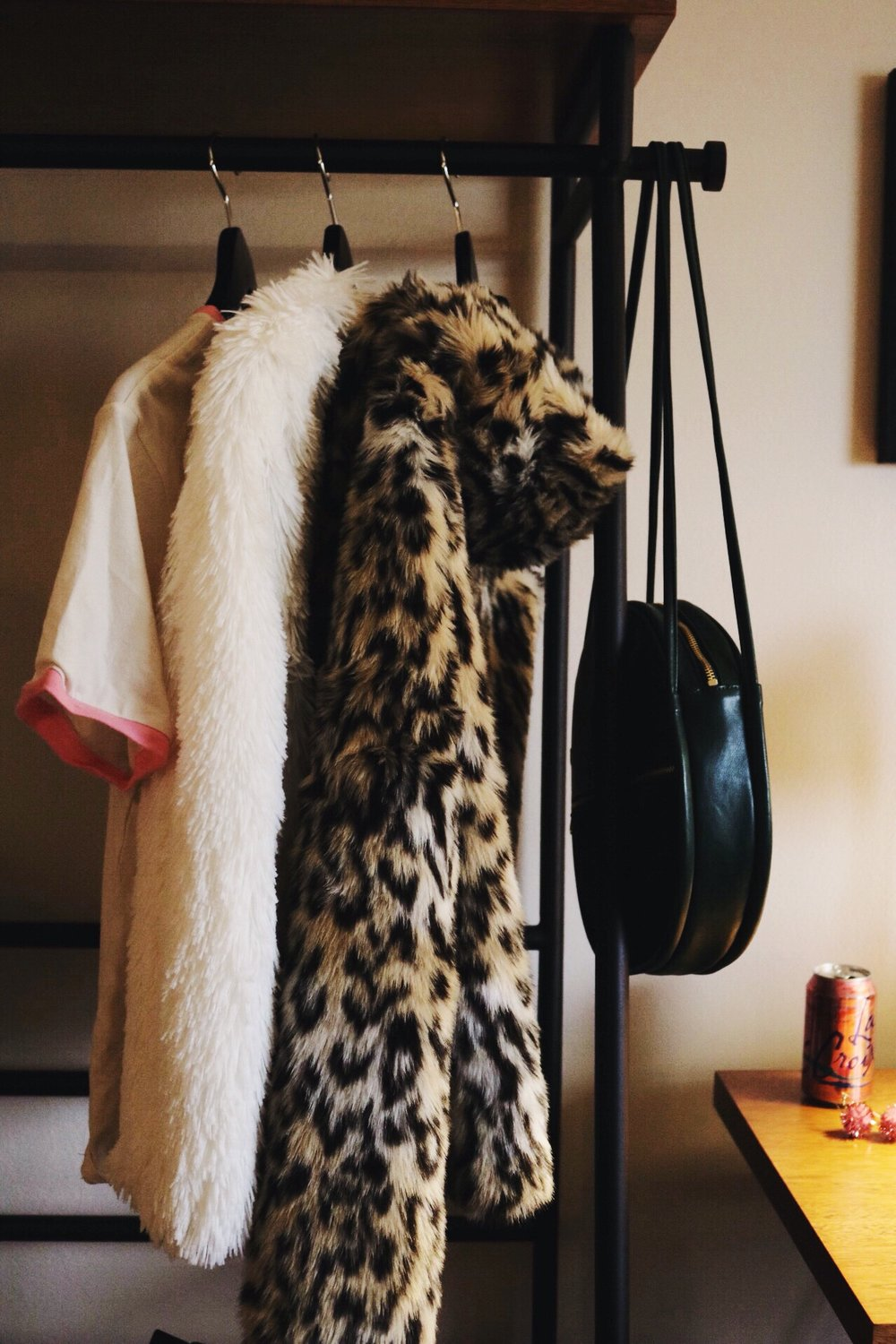 White fur jacket, cheetah jacket, ban.do bag, travel, san francisco hotel