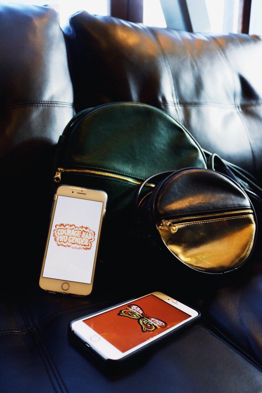 Dazey_LA phone wallpaper Ban.do bags green purse black and gold purse