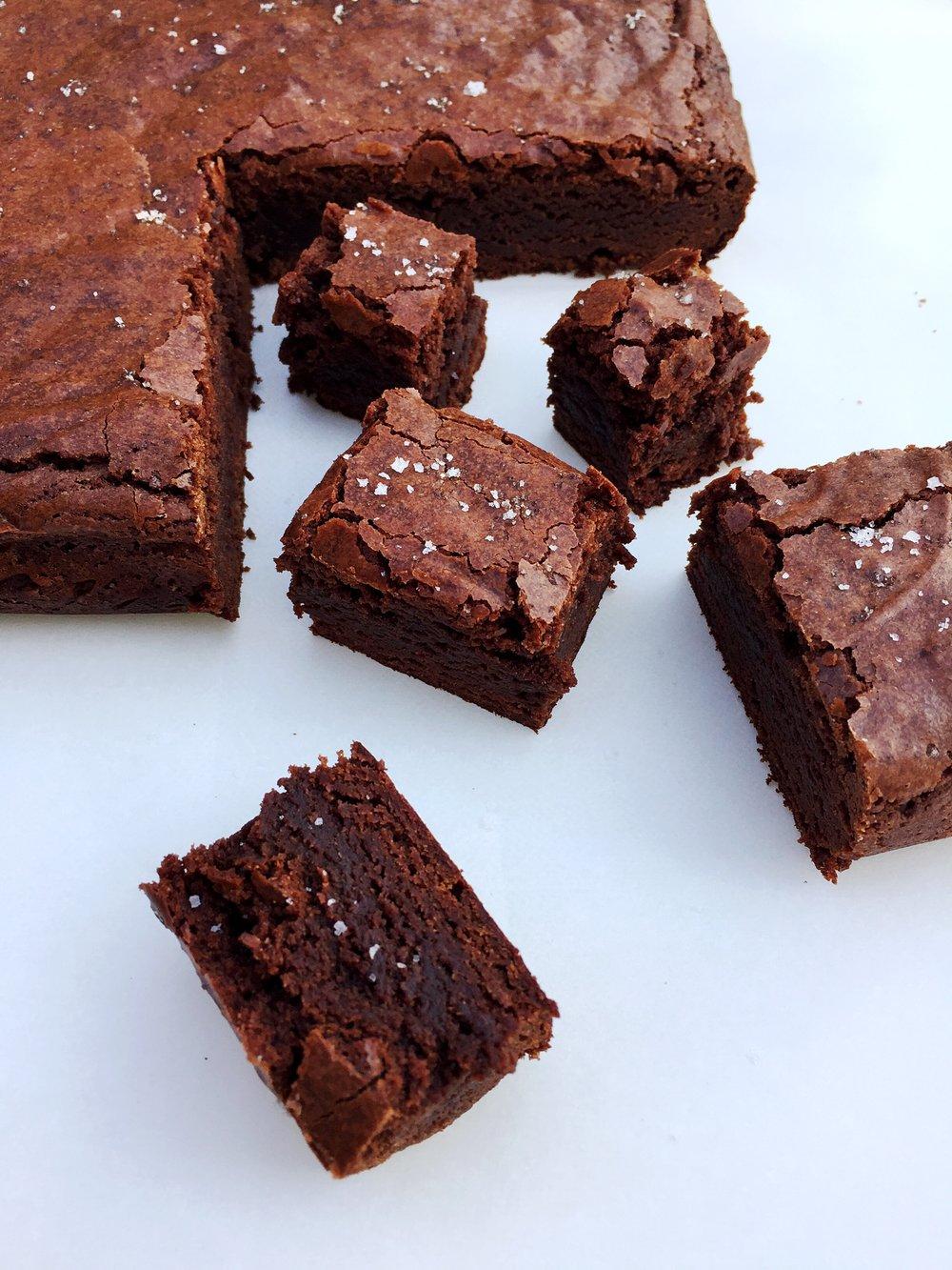 brownies with sea salt   I   @ofthesamemix