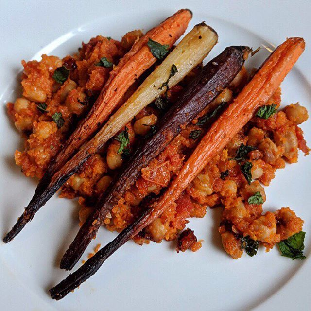 Harissa chickpeas with roasted rainbow carrots - sweet, spice and everything nice. This is what the Christmas of cookbooks looks like
