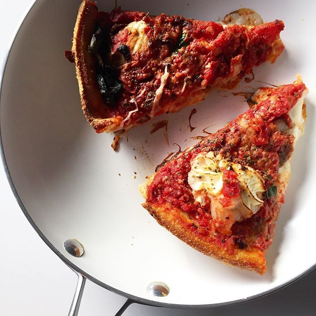 A 2-for-1! Pizza yesterday and reheating leftovers now since one should celebrate national #pizza day 🍕#deepdish #chicagointheBAY
